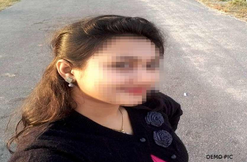 पुलिस अधीक्षक के सामने पलट गयी लड़की, अय्याशी करने के आरोपी कांस्टेबल को बताया भाई