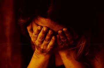 शादी का झांसा देकर बारहवीं की छात्रा का शिक्षक ने एक साल तक किया शारीरिक शोषण