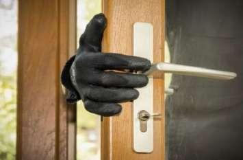 Theft: पान की दुकान पर लगाया चूना, 1 लाख का माल पार