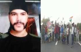 राजपूताना रेजीमेंट के जवान का शव रखकर एक्सप्रेसवे किया जाम, शहीद का दर्जा देने की मांग कर रहे ग्रामीण