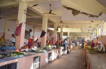 सब्जी मंडी को किया कंडम घोषित, नगर परिषद ने जारी किया मंडी को खाली करने का नोटिस, बाहर बैठेेंगे विक्रेता