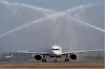 उदयपुर से औरंगाबाद उड़ान शुरू होने से पहले एयरपोर्ट पर वॉटर सैल्यूट से हुआ स्वागत, जानिए इस अनोखे ट्रेडिशन को..