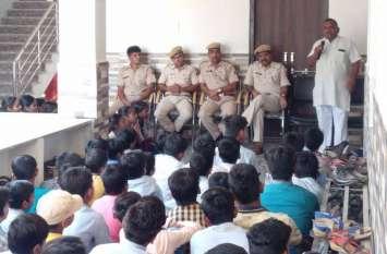 कॉलेजों में यातायात जागरूकता शिविर हुआ आयोजित, नियम तोडऩे वालों पर हो रही कार्रवाई