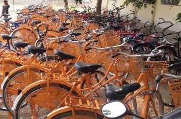 कांग्रेस के प्रचार के लिए नहीं हैं बालिकाओं की नि:शुल्क साइकिलें