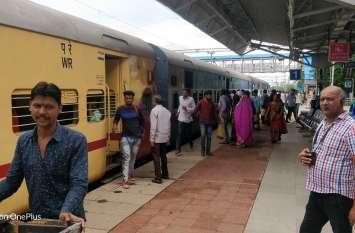 रेलवे ने यात्रियों को दी बड़ी राहत, इन रूटों पर चलेगी हॉली-डे स्पेशल ट्रेनें