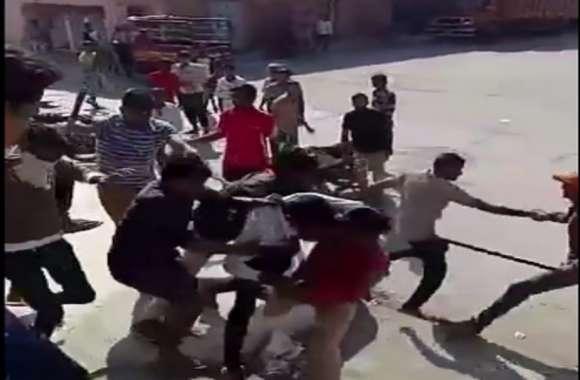 जोधपुर के कृषि उपज मंडी में प्रेम प्रसंग में नाराजगी के चलते एक दूसरे पर भांजी लाठियां, वीडियो हुआ वायरल