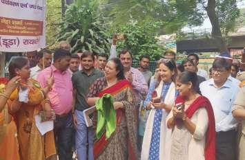 अंगीकार अभियान रैली को प्रमुख सचिव आराधना शुक्ला ने हरी झण्डी दिखाकर किया रवाना