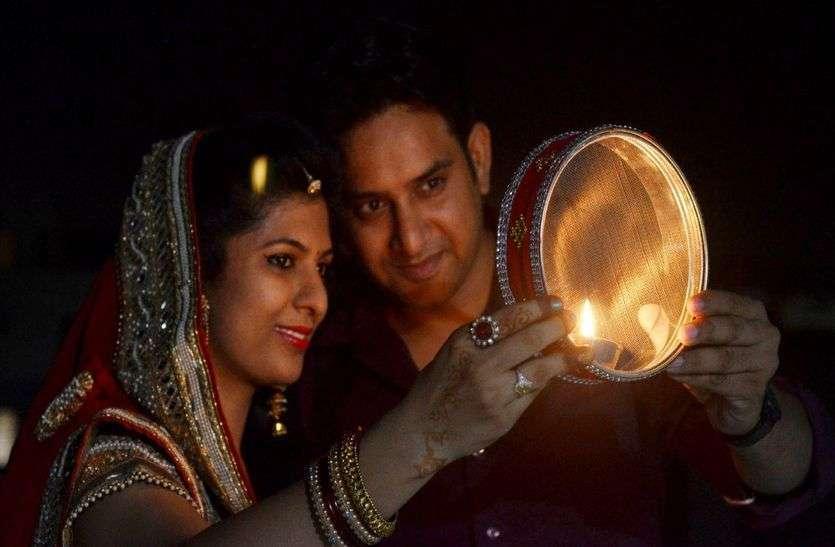 Karwa Chauth : Attractive and Beautiful photos of karwa Chauth Pooja
