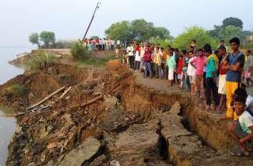 इस जिले में कटान ने मचाई तबाही, गंगा में समा गये एक दर्जन मकान