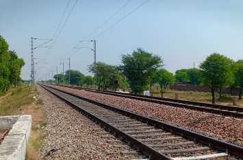 बिंदायका में रेलवे ट्रेक पर मिला शव, तो जयपुर-अजमेर राजमार्ग पर हादसे के बाद लगा जाम