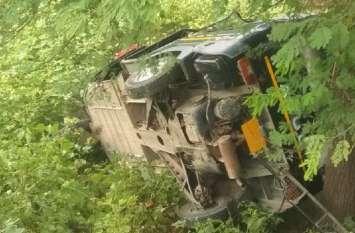 अनियंत्रित होकर पलटा ऑटो, आधा दर्जन यात्री घायल, दो गंभीर