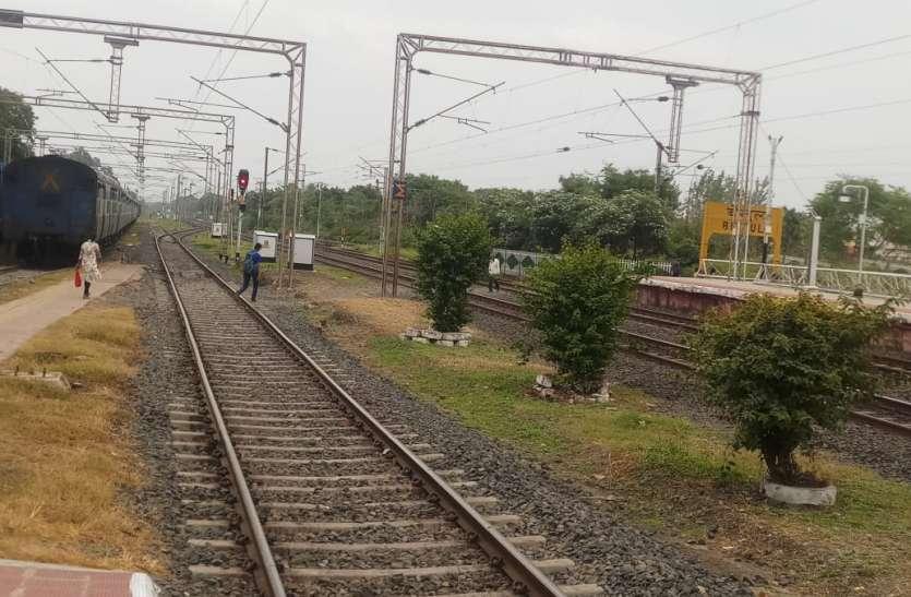 रेलवे क्रॉसिंग करने वालों पर कसा शिकंजा