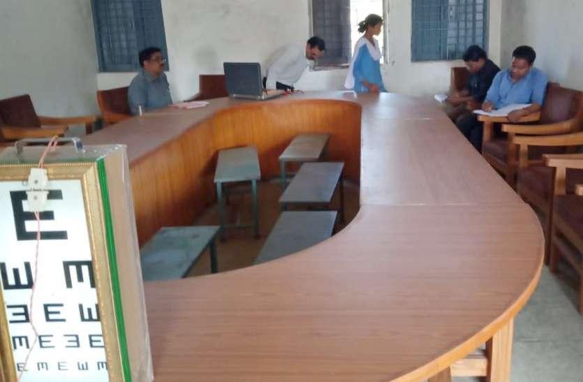 नेत्र शिविर में विद्यार्थियों की नेत्रों का हुआ परीक्षण