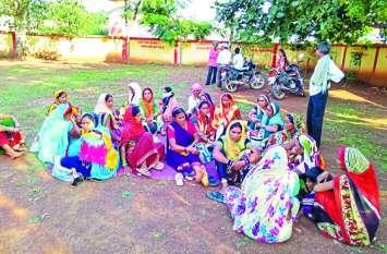 दशगात्र में शामिल होने जा रहे थे ग्रामीण, मालवाहक पलटने से मची चीख-पुकार, 14 महिलाएं घाय़ल, 4 की हालत गंभीर
