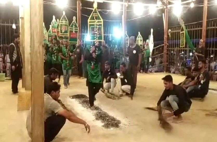 देखें वीडियो : मातम ए खंदक में 42 दूल्हे निकले जलते अंगारों पर