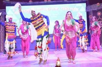 महिलाओं को मिला जैन रत्न सम्मान, बुंदेली नृत्यों ने बांधा समां