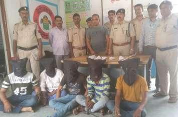 किराना व्यापारी के घर डकैती करने के 5 आरोपी गिरफ्तार, तीन फरार