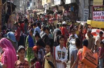 आजाद चौक बाजार में खरीदारों की उमड़ी भीड़
