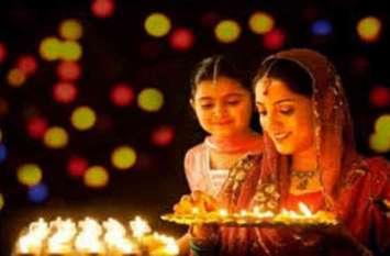 दीपावली पर बाजार में रौनक, आज पुष्य नक्षत्र में आएगा घरों में सोना