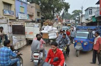शहर की यातायात व्यवस्था पर भारी पड़ रहे ऑटो रिक्शा