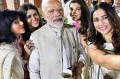 पीएम मोदी संग सेल्फी लेने के लिए इन अभिनेत्रियों में दिखा  जबरदस्त क्रेज, देखें Video