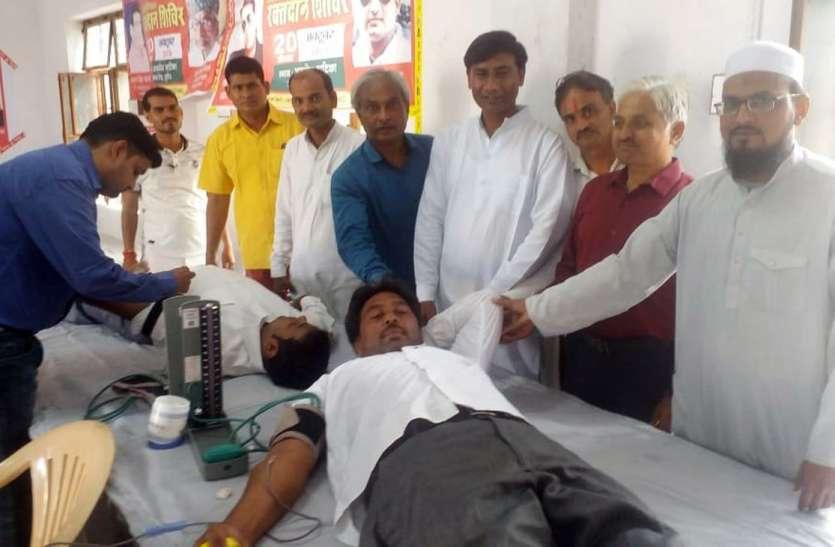 दूसरों का जीवन बचाने सूरौठ में 63 लोगों ने किया रक्तदान