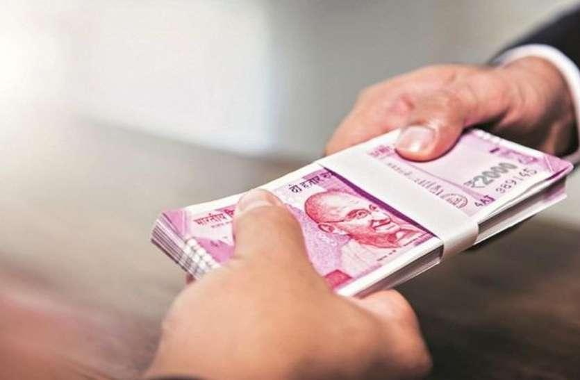 सरकारी नौकरी दिलाने का झांसा देकर दर्जन भर से 31 लाख की धोखाधड़ी