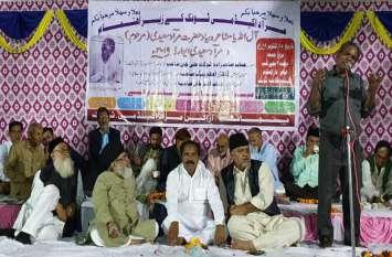 मुराद सईदी की याद में आयोजित मुशायरे में देर रात तक डटे रहे श्रोता