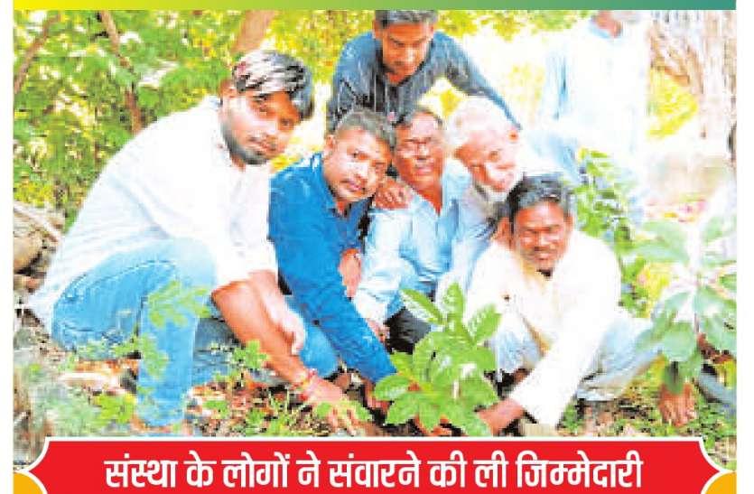 श्रमदान और पौधरोपण कर कब्रिस्तान को किया हरा भरा