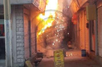 ज्वैलर्स की दुकान में भीषण आग, छत तक पहुंची लपटें, पास की दुकान में जले रेडिमेड गारमेंट