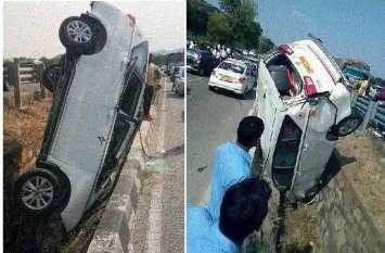 Accident : हादसे के बाद कार को देख वाहन चालक रुके