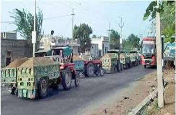 एक बार फिर बजरी माफिया सक्रिय, बजरी से भरी करीब आधा दर्जन ट्रैक्टर ट्रॉली शहर में पहुंची