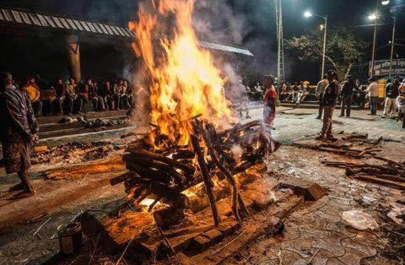घरेलू विवाद में युवक की हत्या की फिर शव जलाने बोरी में भरकर ले आया श्मशानघाट तभी खुल गया राज