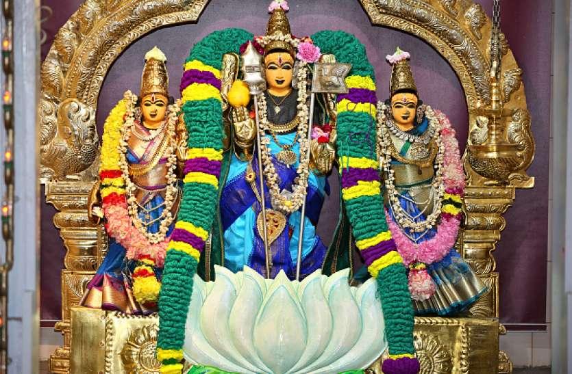 विख्यात महालक्ष्मी मंदिर, जहां धन और समृद्धि की मन्नतें लिए आते हैं श्रद्धालु