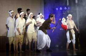 शिक्षकों ने थिएटर करने के लिए सीखी बुंदेली, पढ़ाई छोड़ की ड्रामा की प्रैक्टिस