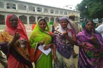Ghosi ByPoll घोसी में लगी वोटरों की लम्बी कतार, 10 बजे तक 10 फीसद मतदान
