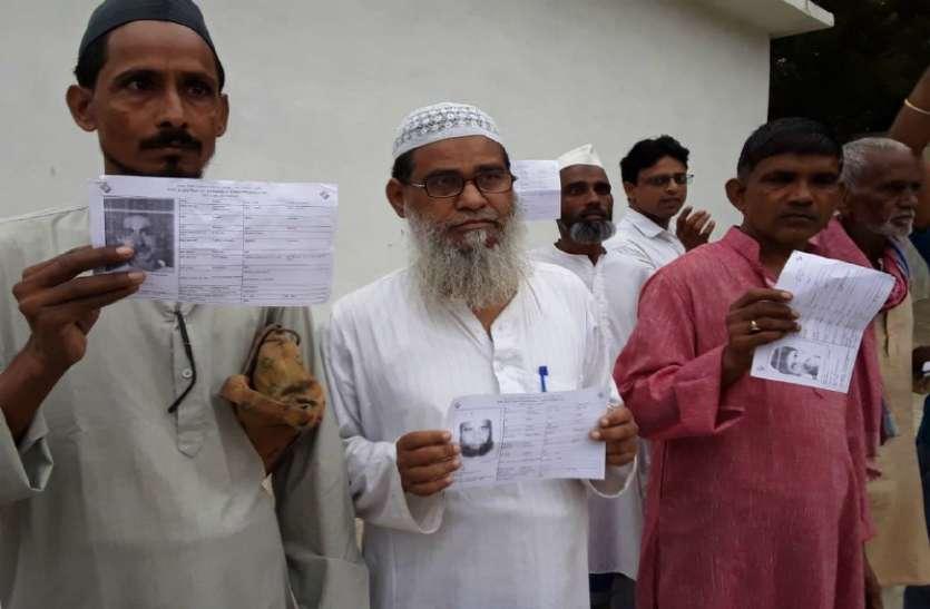 उपचुनाव: घोसी में वोट पड़ने से पहले ही लगी वोटरों की लम्बी कतारें