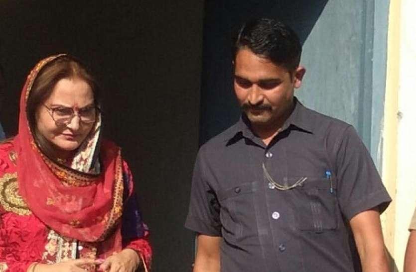 Rampur By Election: Vote डालने के बाद जया प्रदा ने Azam Khan की पत्नी Tazeen Fatima को लेकर दिया बड़ा बयान
