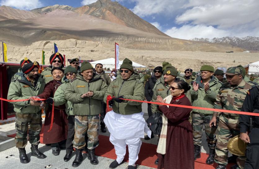रक्षा मंत्री ने किया 'कर्नल शेवांग रिनशेन' पुल का उद्घाटन, चीन को लेकर दिया बड़ा बयान
