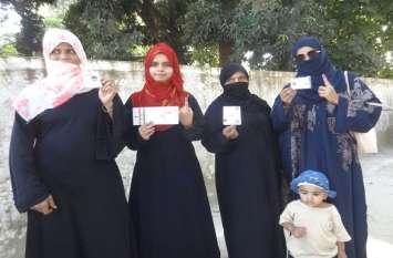 UP Byelection: रामपुर में 41.46 फीसदी मतदान, आजम की पत्नी समेत सात उम्मीदवारों की किस्मत का फैसला ईवीएम में कैद