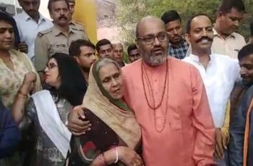 Kamlesh Tiwari की हत्या पर बोले महंत-हिंदूत्व को बचाने के लिए खून का एक-एक कतरा बहाने को तैयार