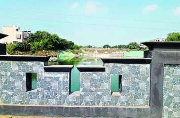 कॉलोनाइजर का कारनामा, सरकारी जमीन पर निजी तालाब
