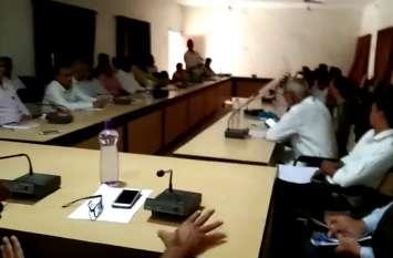 पंचायत समिति तलवाड़ा की साधारण सभा में जनप्रतिनिधियों ने अफसरों के सामने जताया रोष, क्षेत्र की समस्याओं के समाधान की मांग