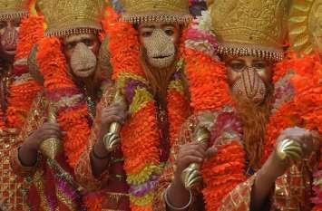 मंगलवार को ऐसे करें हनुमान जी की पूजा, बरगद के एक पत्ते से आर्थिक संकटों से मिलेगी मुक्ति