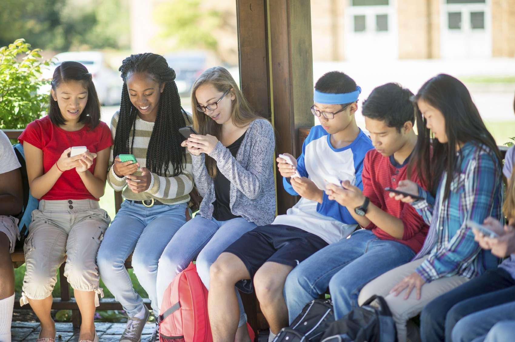 3 घंटे से ज्यादा सोशल मीडिया का उपयोग युवाओं को बना रहा मानसिक रूप से बीमार