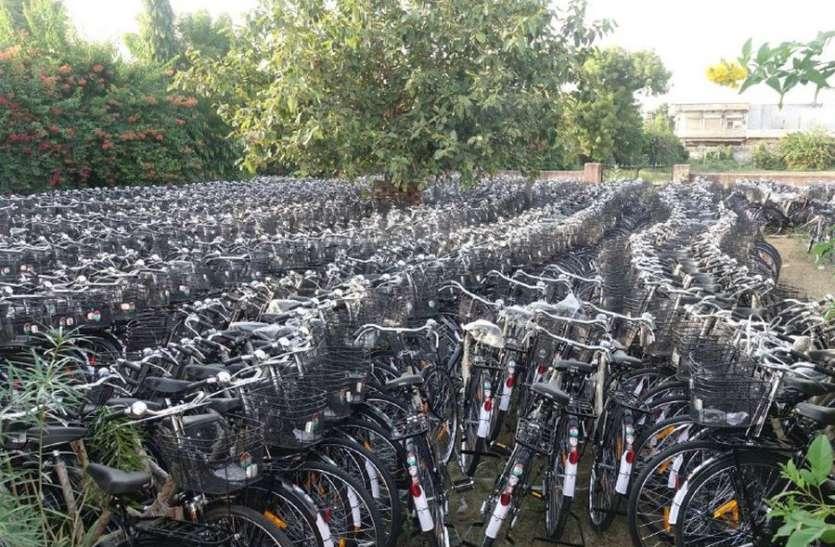 बेटियोंको दिवाली से पहले नहीं मिलेगा साइकिल का सरकारी उपहार