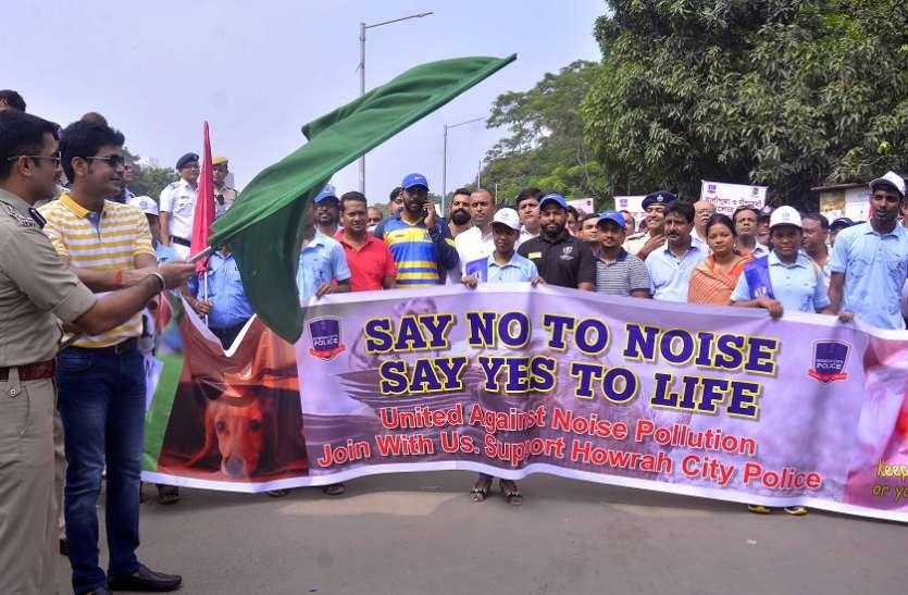 प्रतिबंधित पटाखों के विरोध में निकाली रैली