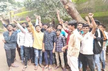 छात्रावास का अधीक्षक कराता है यह काम , विरोध करने पर देता है धमकी