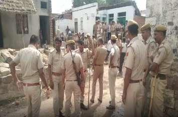 गांव में हुआ बवाल: तीन दर्जन घरों में तोड़फोड़ और पथराव, पुलिस जाब्ता तैनात