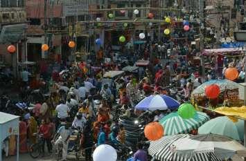 दिवाली नजदीक आते ही व्यापारियों के चेहरे पर आई खुशी, ऑनलाइन के साथ अब बाजार में भी ग्राहकों की भीड़